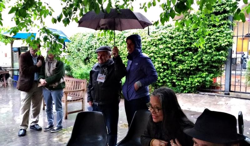 Letturemobili & ombrelli per riparare gli amici americani