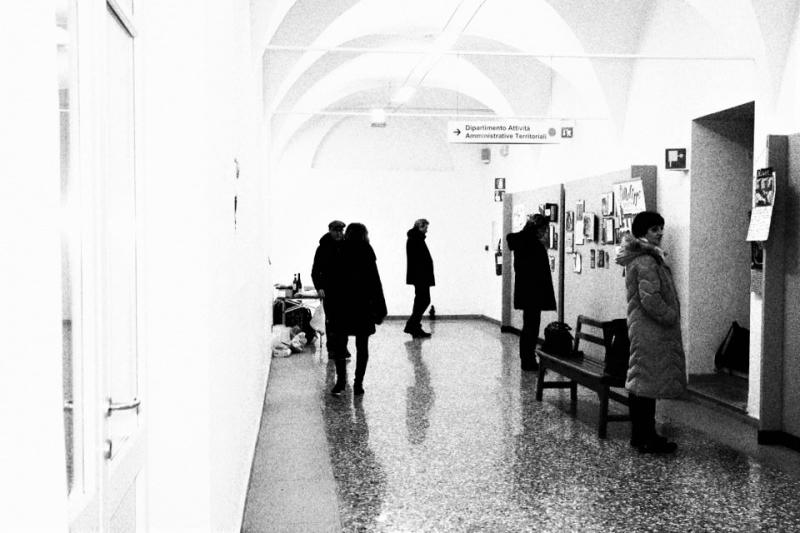 Un bianco & nero che fa tanto galleria d'arte underground ...